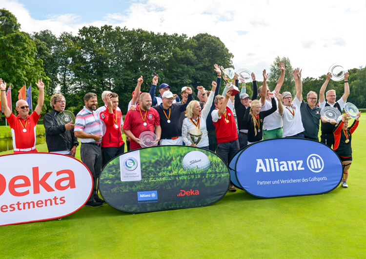 Thomas Frey bei den Internationalen Deutschen Meisterschaften der Golfer mit Behinderung 2017. Die glücklichen Sieger.
