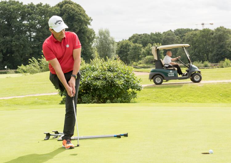Thomas Frey bei den Internationalen Deutschen Meisterschaften der Golfer mit Behinderung 2017 beim Putten.